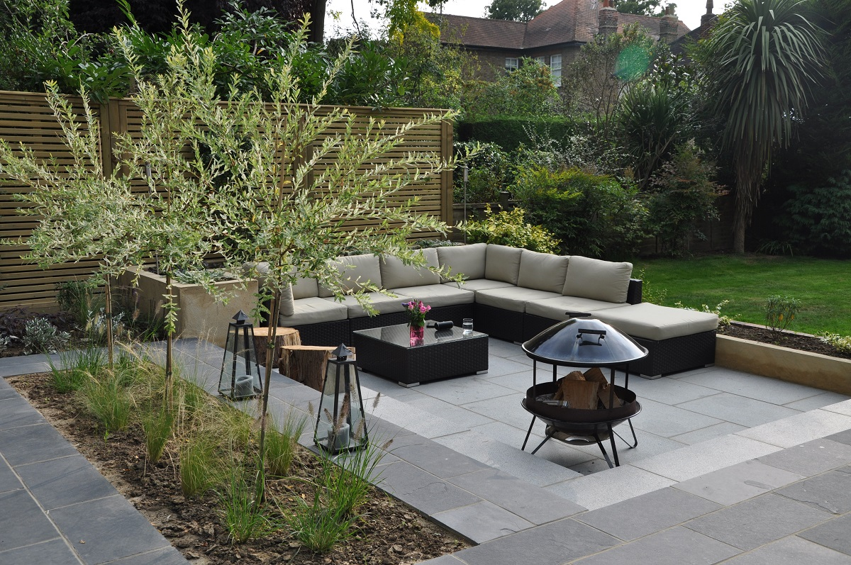 Gallery landart uk for Backyard patio landscaping